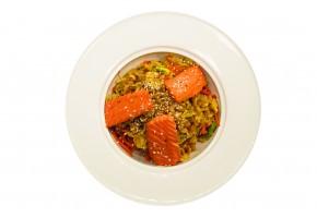 Рис жареный с лососем